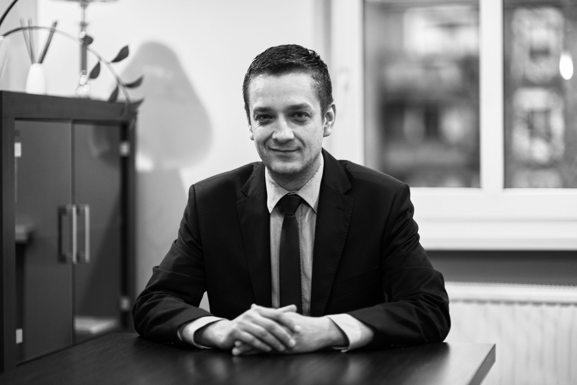 Przemysław Przytuła - Rechtsanwalt, Spezialist für Verträge zwischen Unternehmen, Aufbau von Konsortien und Registrierungsgruppen.